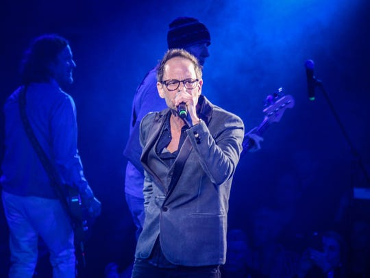 Robin Wilson leads the Gin Blossoms in a hit-filled