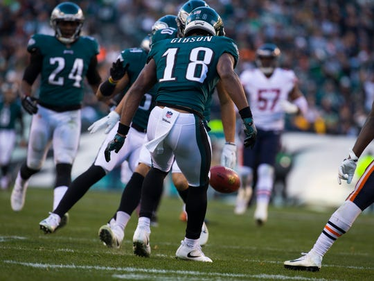 Eagles' Shelton Gibson watches a punt fall while making his debut on special teams last season against the Bears.