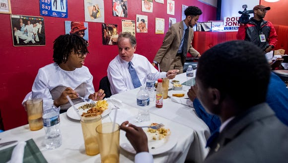 U.S. Senate candidate Doug Jones eats lunch with Alabama