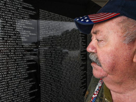 Wall offers names of 56 000 plus americans killed in vietnam for Electric moving wall pictures
