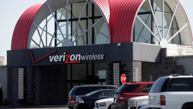 Verizon Wireless r runs call center on River Rock Road.