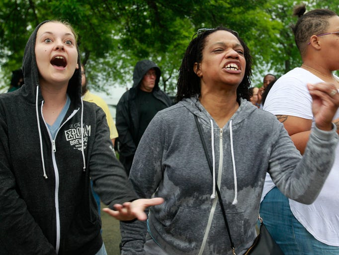 Amber Cook (left) and Tammi Winzer vent their frustration
