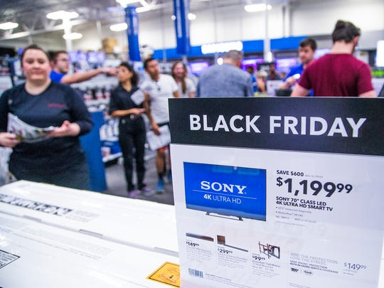 Thanksgiving Day shoppers hit a Best Buy for early deals.