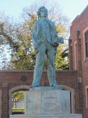 A statue of Mark Twain on the Elmira College campus