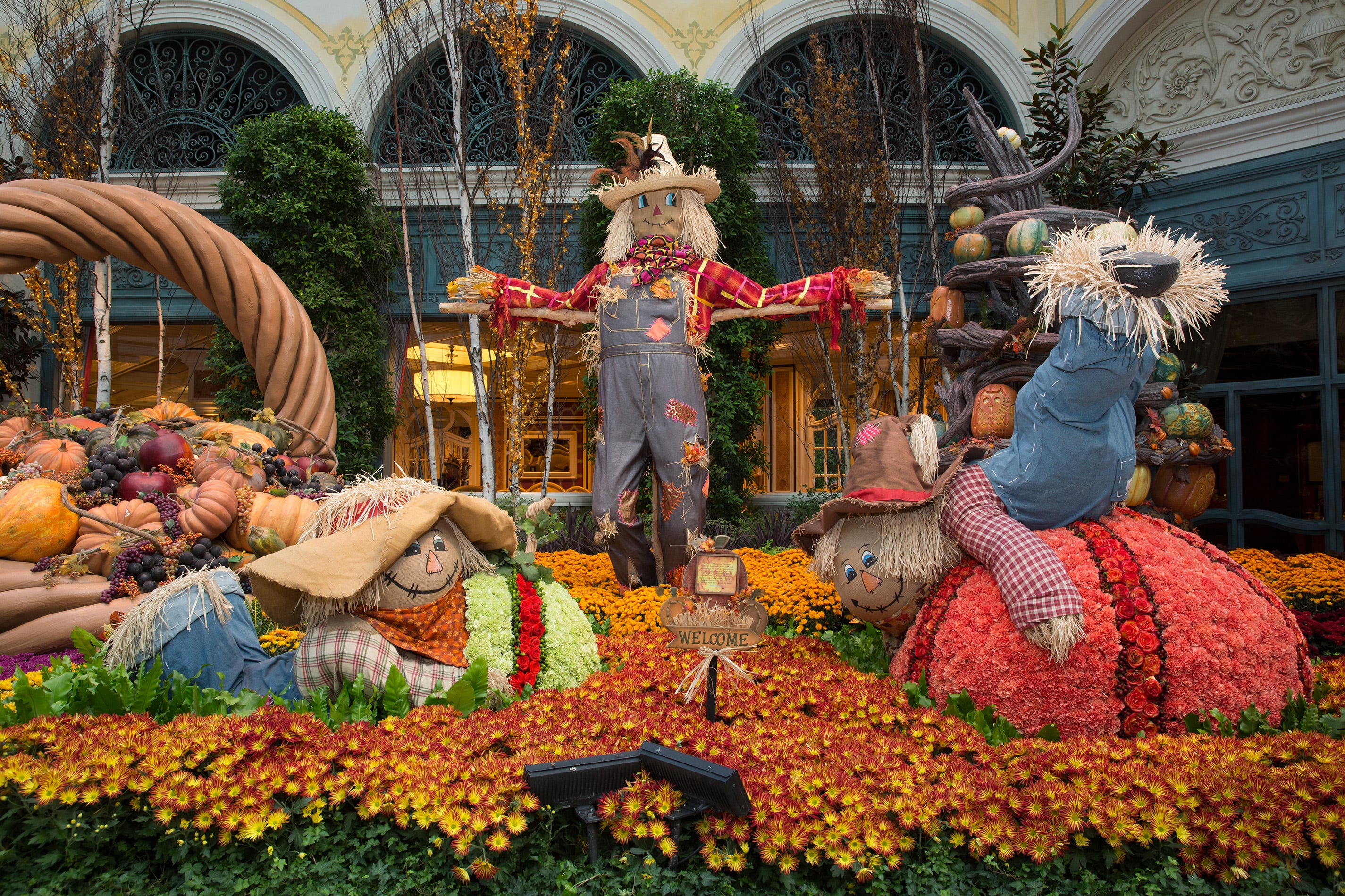 Las Vegasu0027 Halloween Happenings. Bellagio Conservatory U0026 Botanical Gardensu0027  Fall Display