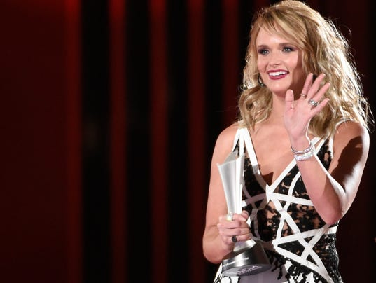 Miranda lambert wins big at acms for Academy of country music award for video of the year