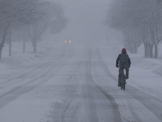 635900983897525955-Snowing-in-Manitowoc.jpg