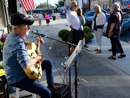 Musician Mike Waddell performs during Thursday's Port