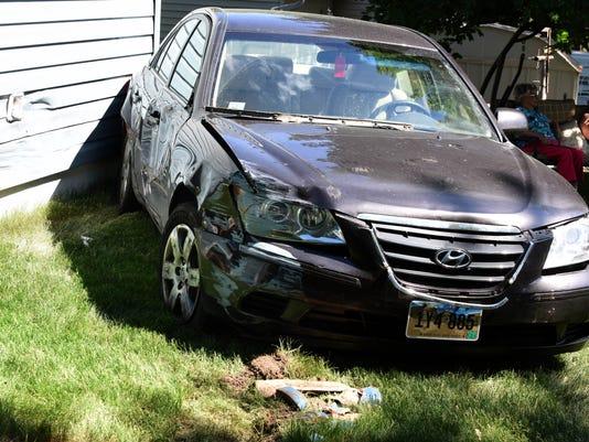 636633852391104579-Car-Crashes-into-House-002.JPG