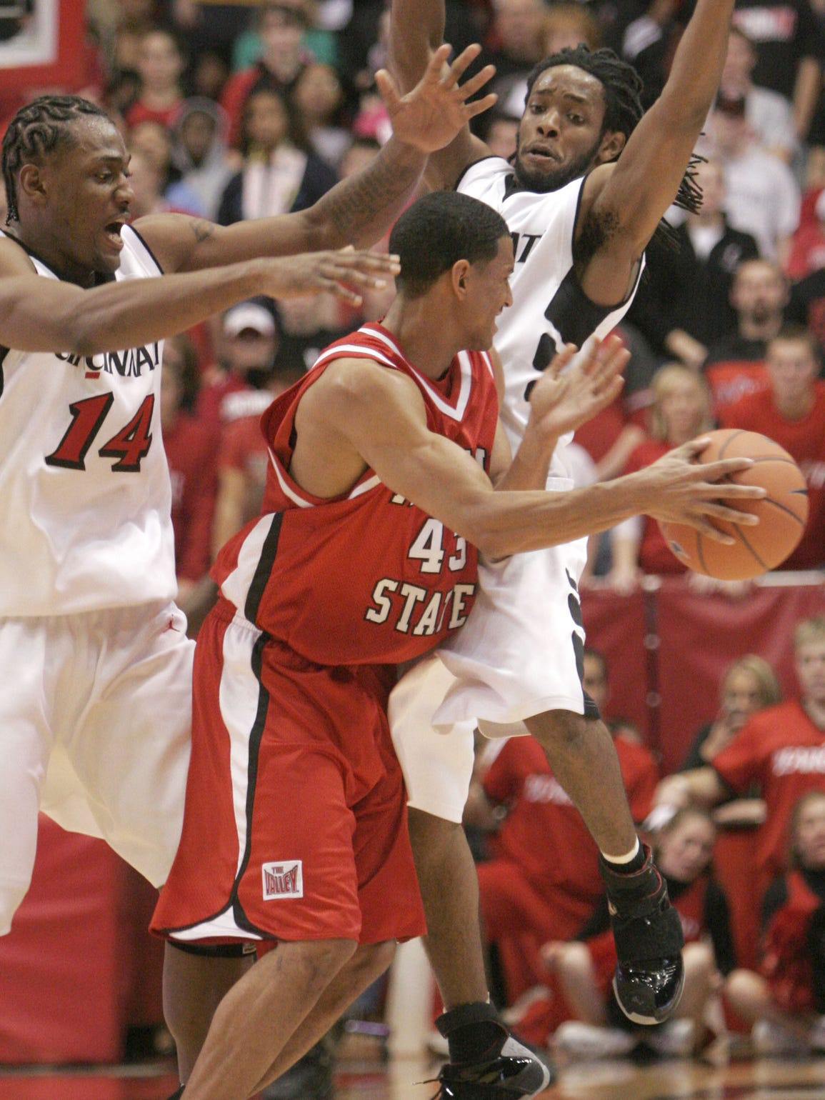 Illinois State guard Dana Ford, middle, is pressured during the second half, Tuesday, Nov. 22, 2005, in Cincinnati.
