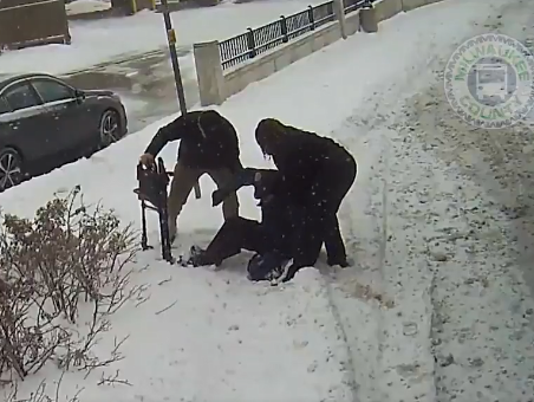 Bus driver helps elderly man who fell in snow