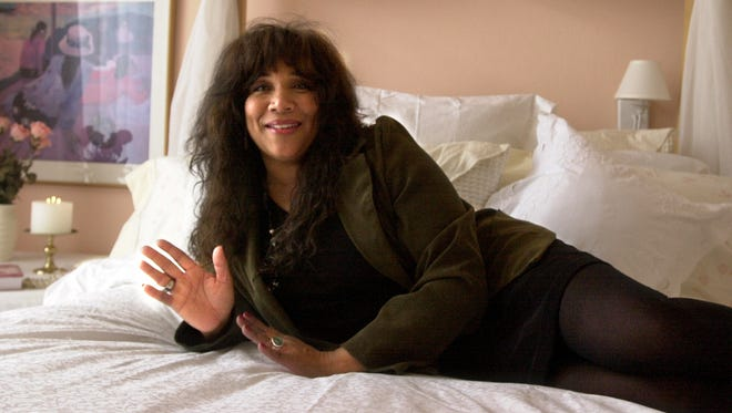 Joni Sledge shows off her bedroom in Scottsdale on Feb. 24, 2000.