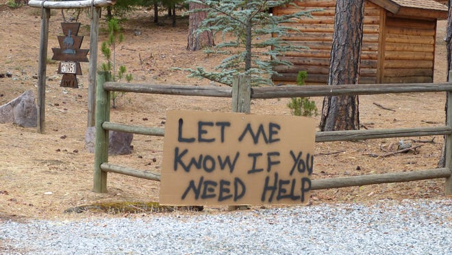 The owner of a Junction City home that was spared by the Helena Fire posted a neighborly message outside his residence.