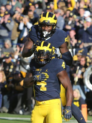 Michigan Wolverines RB De'Veon Smith (4) celebrates his touchdown with Amara Darboh during U-M's 41-8 win over Illinois on Saturday, Oct. 22, 2016 at Michigan Stadium.