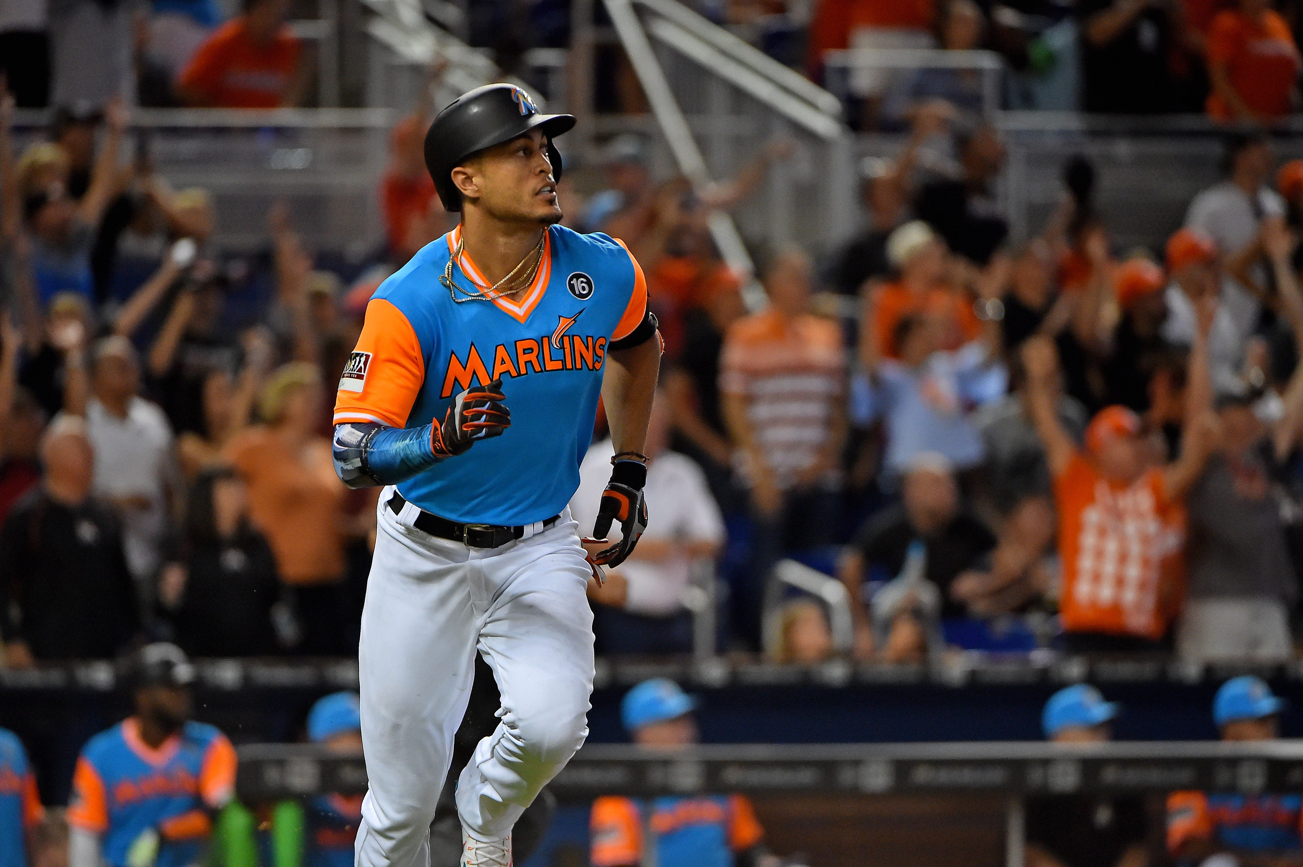 Giancarlo Stanton officially becomes a New York Yankee (FULL PRESS ...