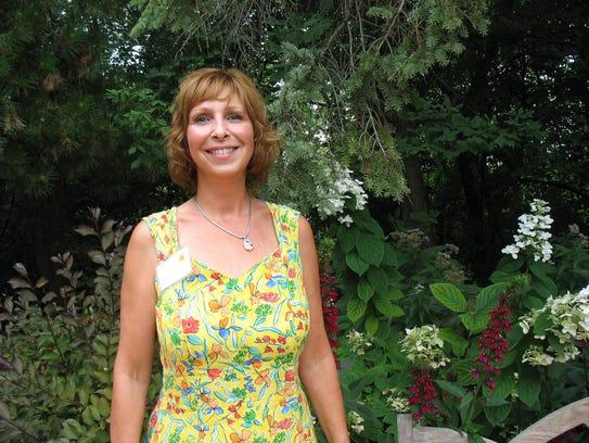 Rose Garden Tour------Patti Genko, of Brookfield