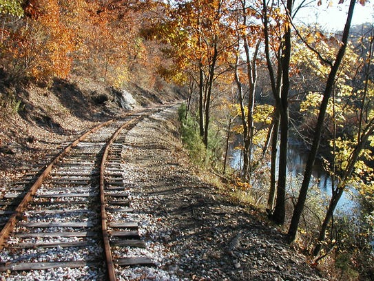 Fall Foliage train rides are happening throughout October
