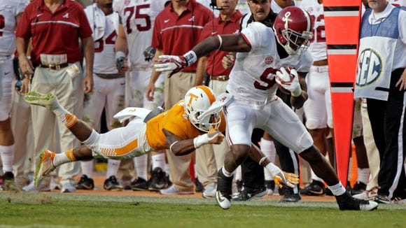 Alabama running back Bo Scarbrough (9) tries to escape