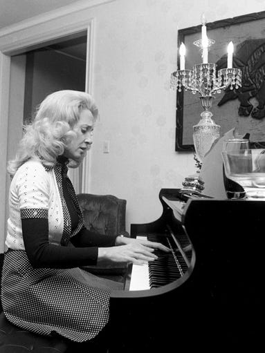 Nashville then tammy wynette gives tour of home in 1976 for Nashville star home tour