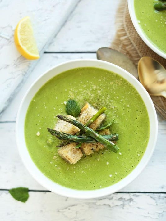 Creamy-Vegan-Asparagus-and-Pea-Soup-Perfect-for-spring-and-so-healthy-and-sa