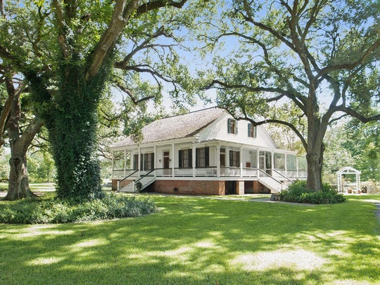This property is truly an historic gem in New Iberia.