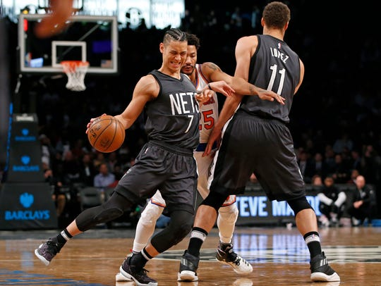 Brooklyn Nets guard Jeremy Lin (7) gets caught by New