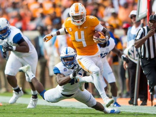 Vols running back John Kelly (4) runs down field Sept.