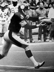 Punter Craig Colquitt played for  Tennessee from 1975-77 and then for the Steelers from 1978-84.