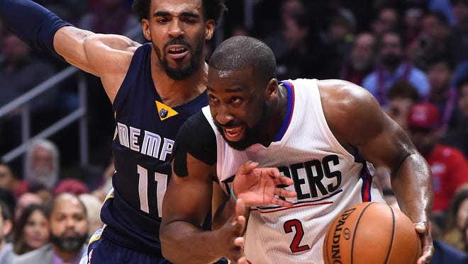 Jan 4, 2017; Los Angeles, CA, USA; Memphis Grizzlies guard Mike Conley (11) defends Los Angeles Clippers guard Raymond Felton (2) in the second half at Staples Center. The Clippers won 115-106. Mandatory Credit: Jayne Kamin-Oncea-USA TODAY Sports