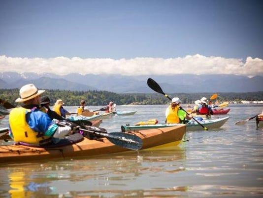 paddle_kitsap_kayakers_a_2608_7486988_ver1.0_640_480.jpg
