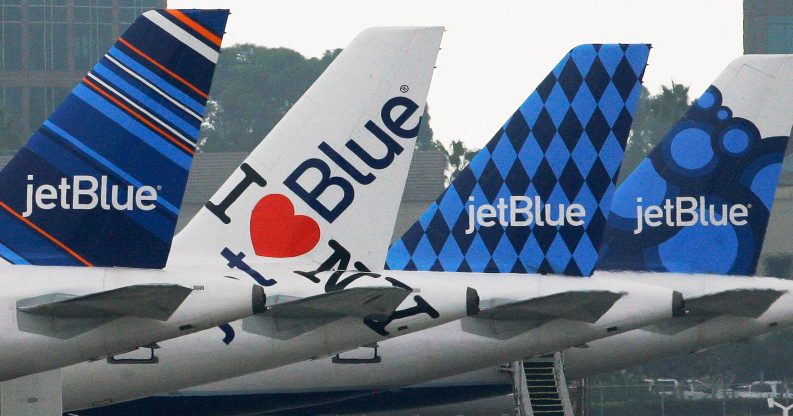 17596956d844 JetBlue bag fees  First bag now costs  30