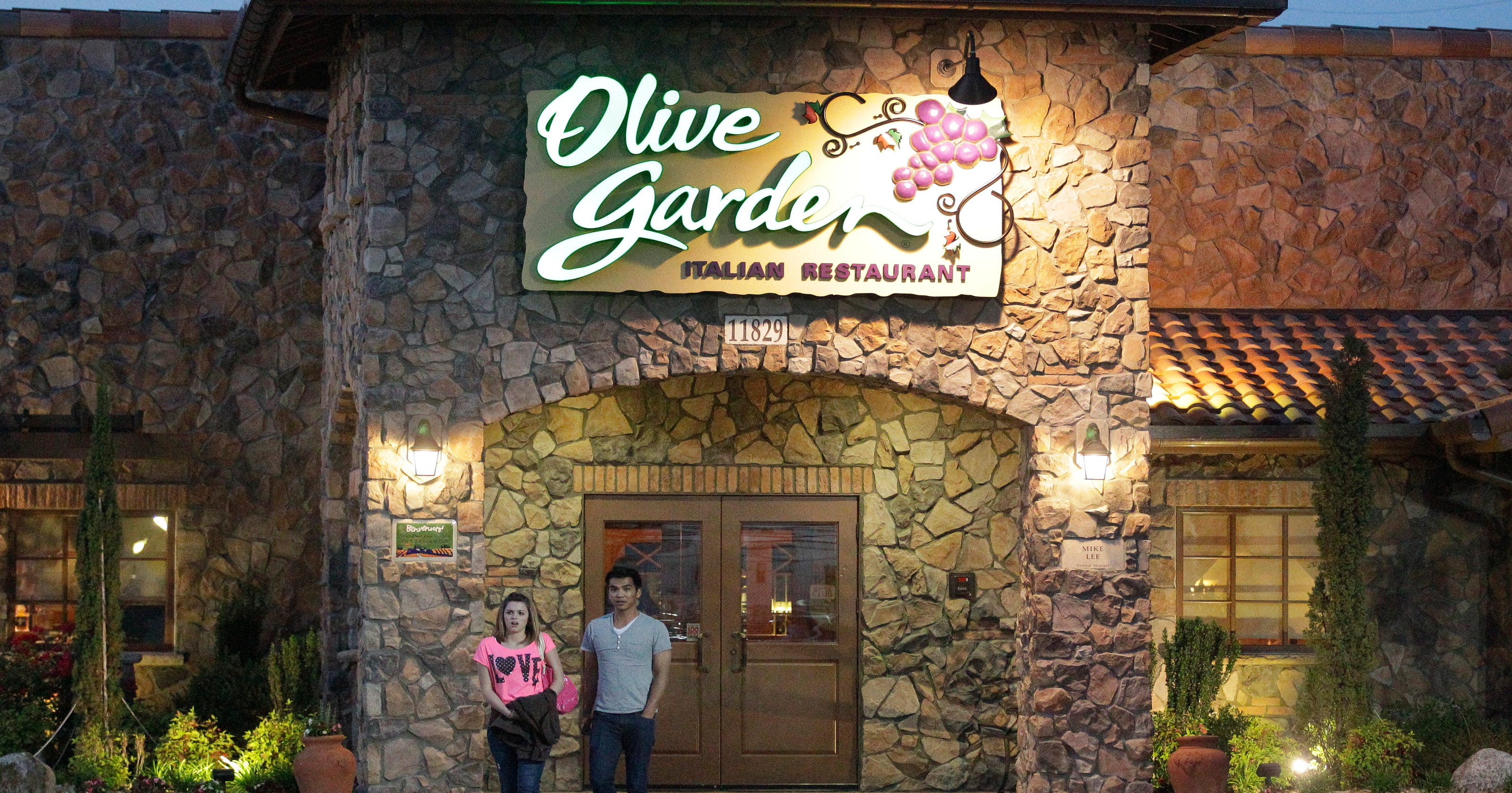 Chairman of olive garden parent company resigns for Is olive garden open on thanksgiving