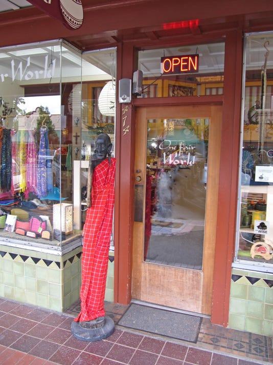 -Front of store.jpg_20150528.jpg