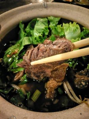Kuay Tiew Nua Puai (beef stew noodle).