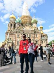 Yafra González y su hijo, ambos originarios de Salinas, vieron dos juegos durante su viaje a la Copa Mundial: Nigeria vs. Islandia en Volgogrado, y Nigeria vs. Argentina en San Petersburgo.