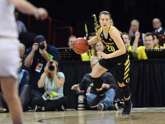 Sabrina Ionescu (20) and the Oregon women's basketball team is 4-0 in the Pac-12 this season after Sunday's win.