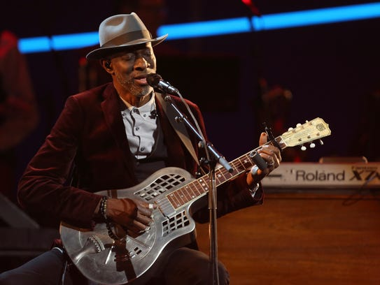Keb' Mo' performs at the 60th annual Grammy Awards