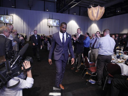 DeMarco Murray, Rochester Press-Radio Club Sports Personality of the Year, enters the dinner to a standing ovation.