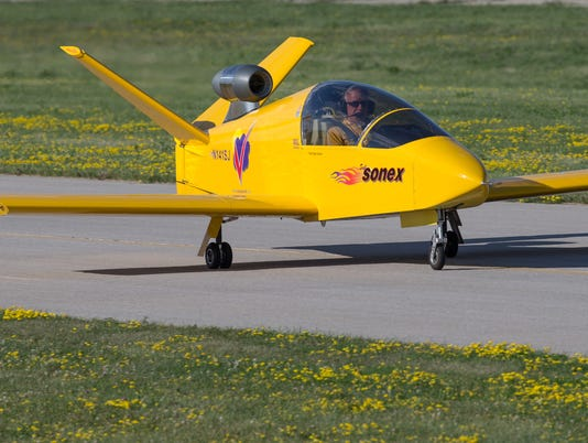 635731178343098356-OSH-EAA-airshow-action-Tuesday-07212015-JK-013