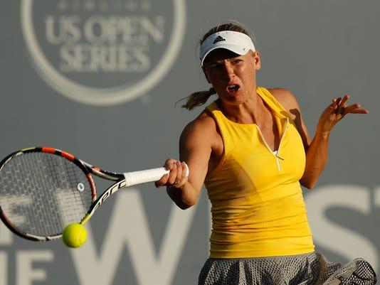 2015-08-07-Caroline Wozniacki-bank-west