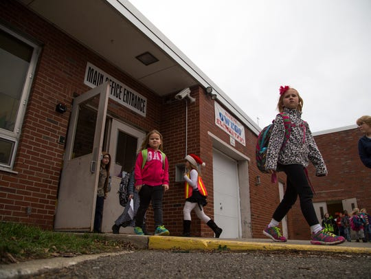 Students leave school for the day at Linnaeus West