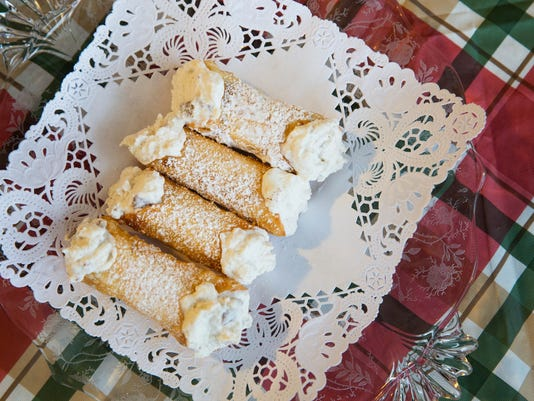 635861410512683911-LP-cannoli-tradition-D-121915-Metro.JPG