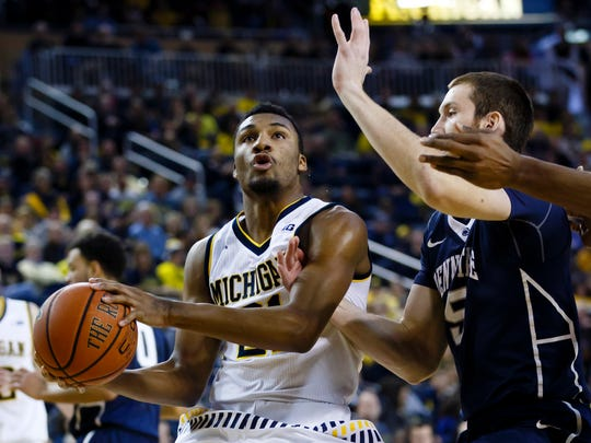 Michigan guard Zak Irvin (21) drives to the hoop against Penn State on Saturday.