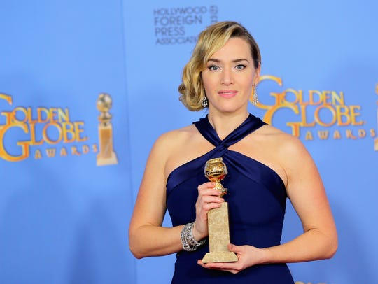 Kate Winslet poses with her award for 'Steve Jobs'