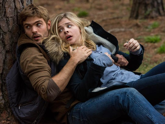 Alex Roe (left) and Chloe Grace Moretz in 'The Fifth Wave.'