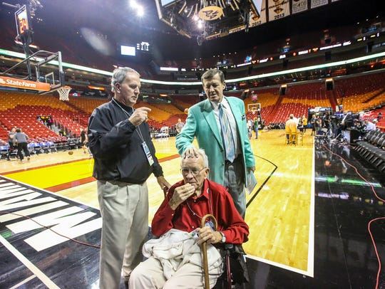 Longtime Southwest Florida friends, Terry Thimlar and his father Hugh Thimlar, then 90, went to see Craig Saiger in action and spend some time with him after. Sager, the eccentric TNT/TBS NBA sideline reporter began his broadcast career with WINK-TV in Fort Myers in the mid-1970s.