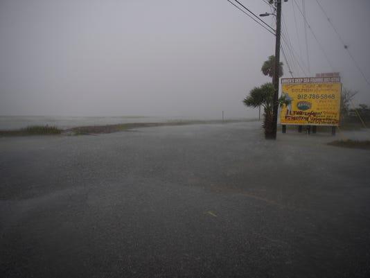 636114528532459476-LP-hurricane-matthew-L-100716-.JPG