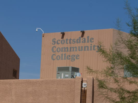 Business United for Scottsdale Schools (BUSS) is a workforce-development and education inititiative that benefits Scottsdale Community College and Scottsdale Unified School District.