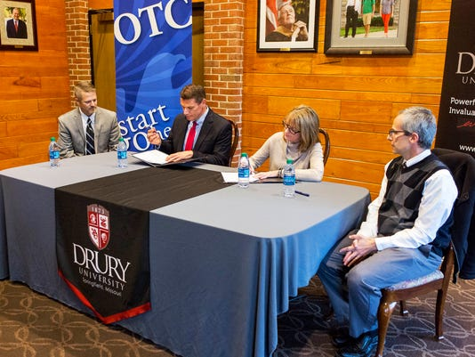 636153474464793258-OTC-and-Drury-honors-agreement-signing.jpg