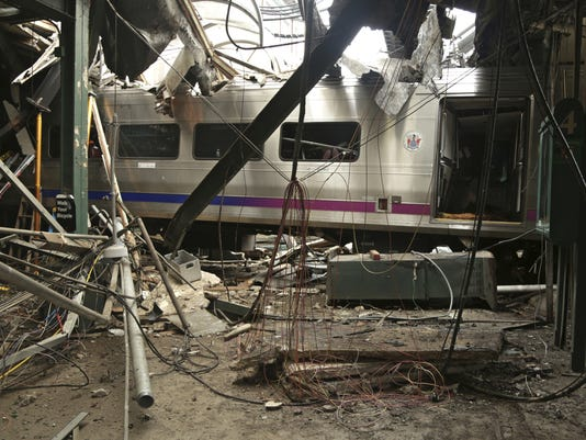 636155510238740802-CHLBrd-11-22-2016-Daily-1-A007-2016-11-21-IMG-Train-Hits-Station-S-1-1-RCGGD7PG-L924164886-IMG-Train-Hits-Station-S-1-1-RCGGD7PG.jpg